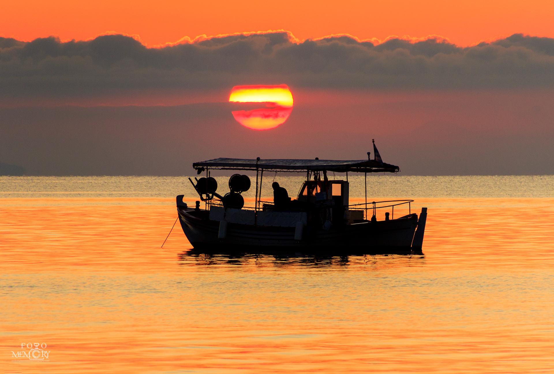 Рибари по изгрев Гърция