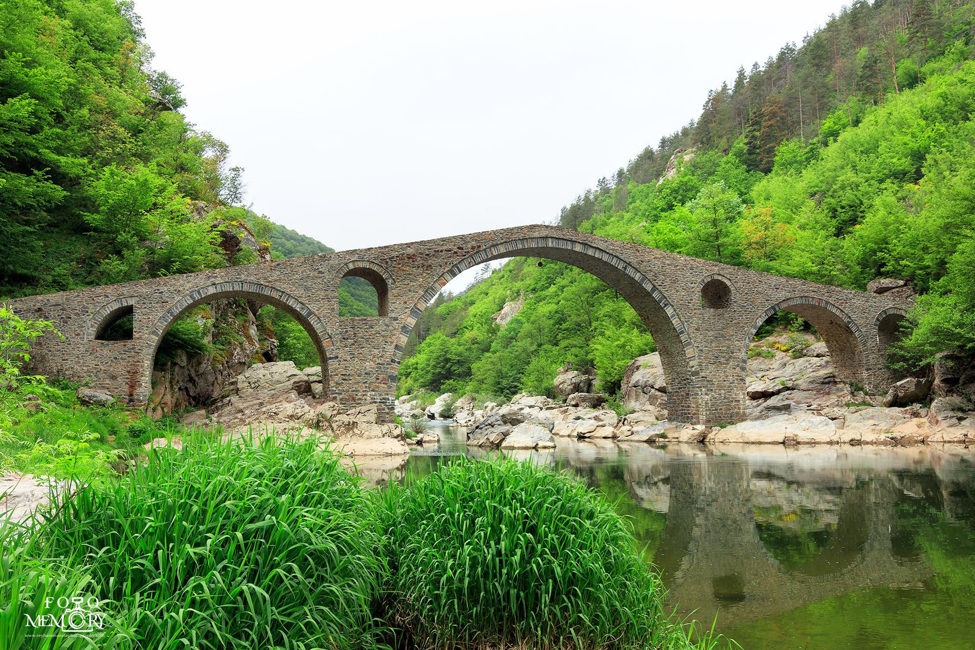 Дяволският мост на пролет