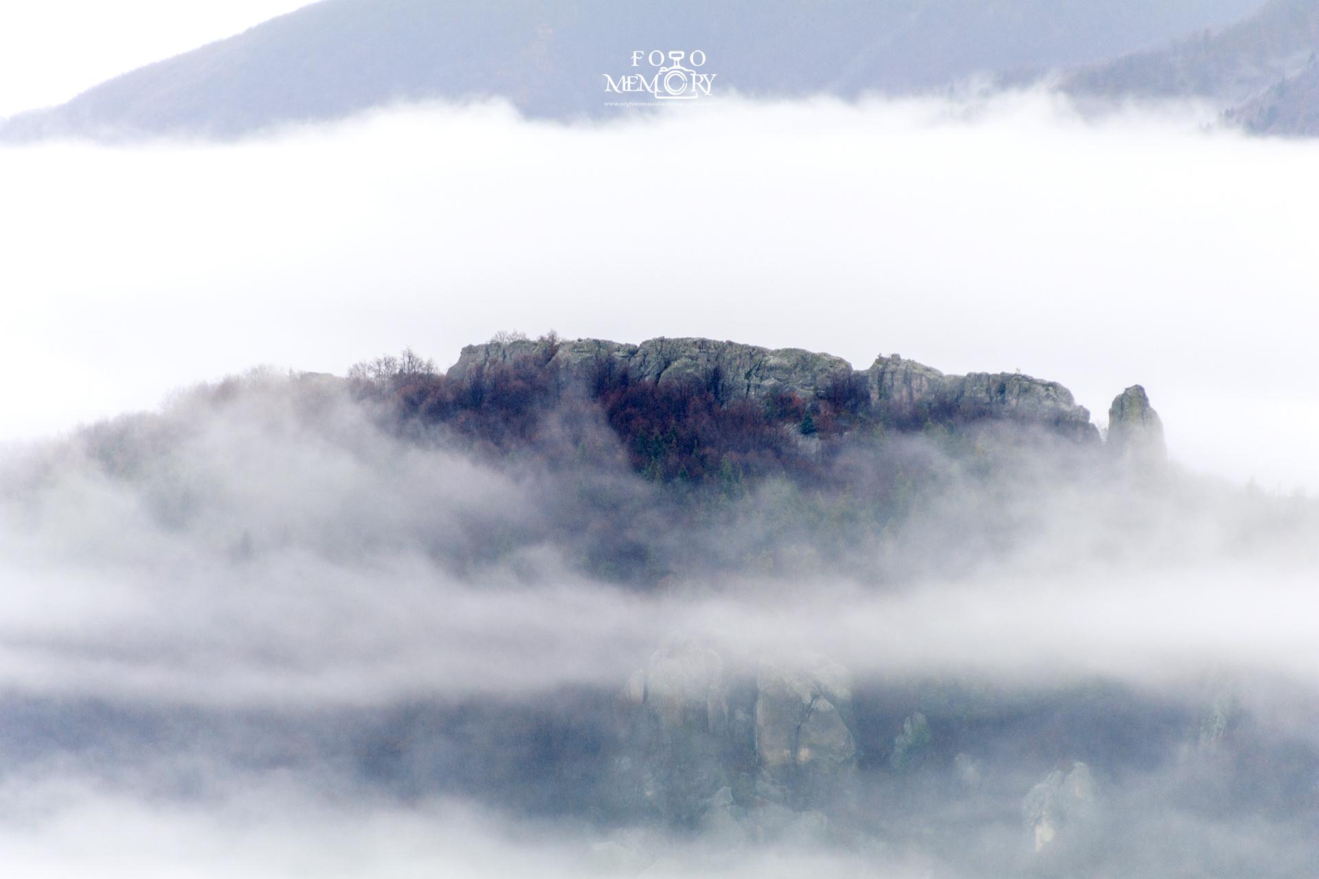 Белинташ в мъгла